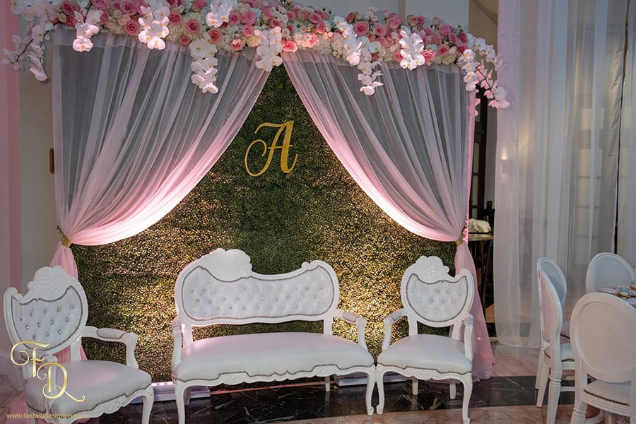 Quinceanera-decor-grass-wall